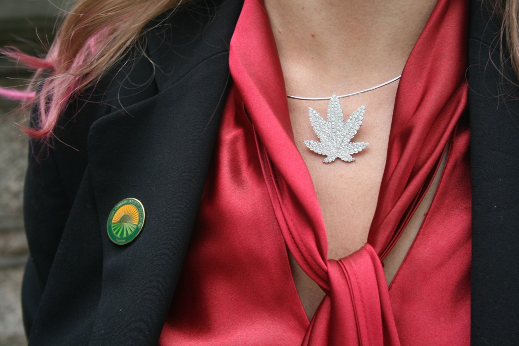 POT NECKLACE
