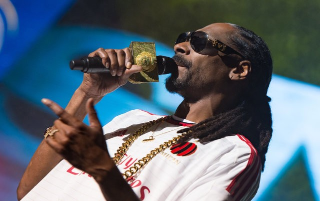 SNOOP DOGG singing at lucca summer festival