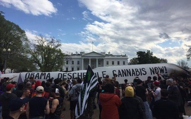 advocates-protesting-for-marijuana-rescheduling