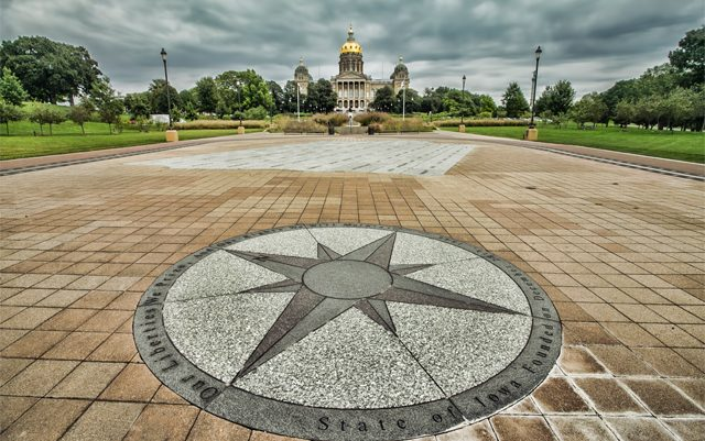 iowa-gov-signs-law-to-expand-legal-use-of-CBD-oil