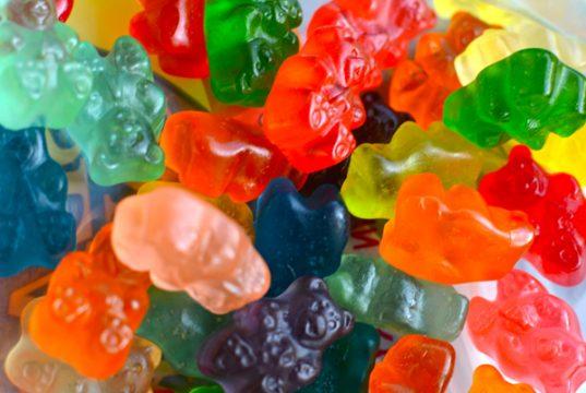 CBD-gummies-full-spectrum-vs-isolate-CBD-edibles-CBD-oil-geek