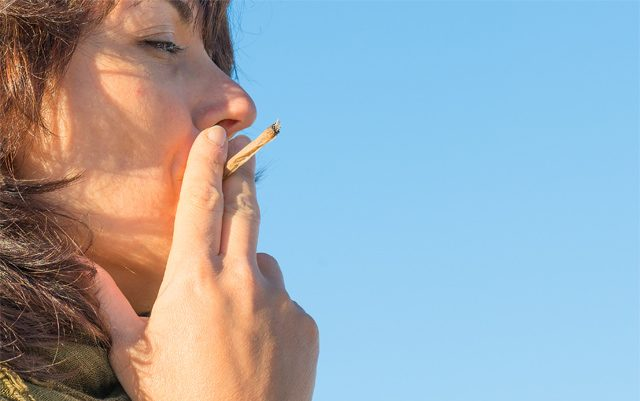the-vast-differences-between-smoking-marijuana-and-smoking-cigarettes